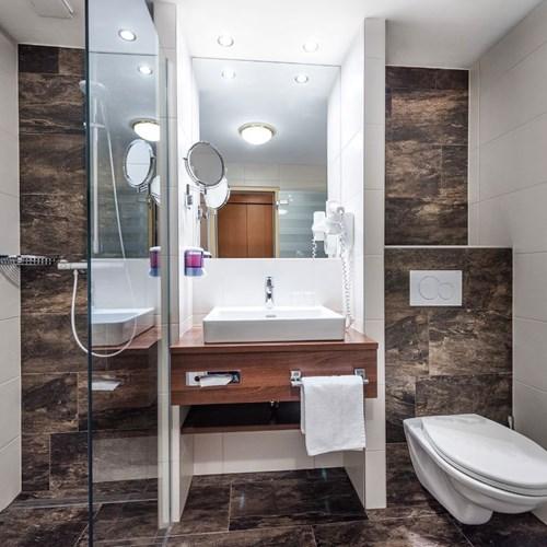 Hotel Palace, ski accommodation in Bad Hofgastein, Austria, bathroom