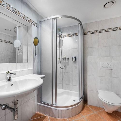 Hotel Palace, ski accommodation in Bad Hofgastein, Austria, shower room