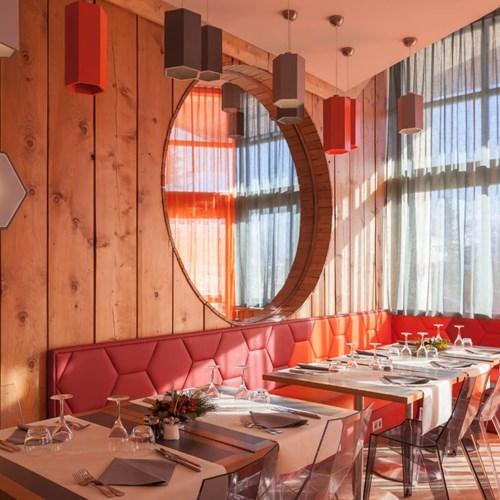 Royal Ours Blanc-Alpe d Huez-Restaurant.JPG