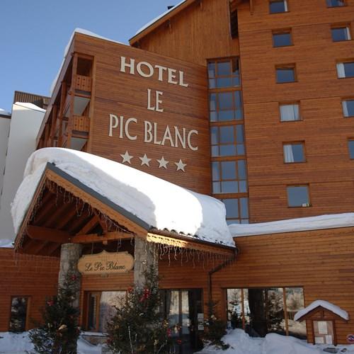 Le Pic Blanc-Alpe d'Huez-exterior portrait.JPG