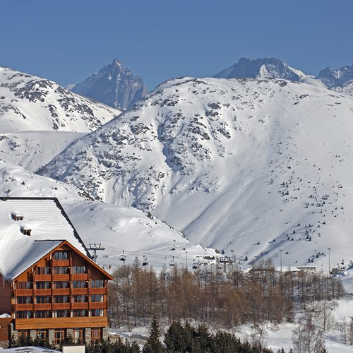 Le Pic Blanc-Alpe d'Huez-exterior and mountain.JPG