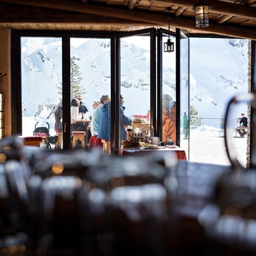 Trubsee Alpine Lodge-Engelberg ski resort-apres bar