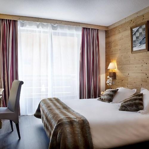 Hotel Alpen Roc-La Clusaz-France-guestroom